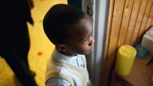 zwart jongetje in de klas