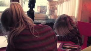 Kinderen maken huiswerk