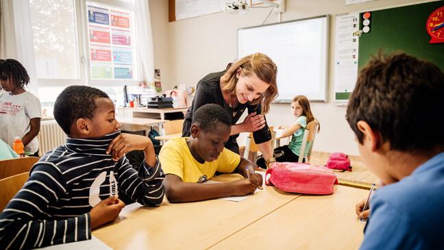 leraar lager onderwijs differentieert in de klas