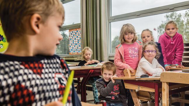 Elvire volgt les in de gewone klas, met redelijke aanpassingen.