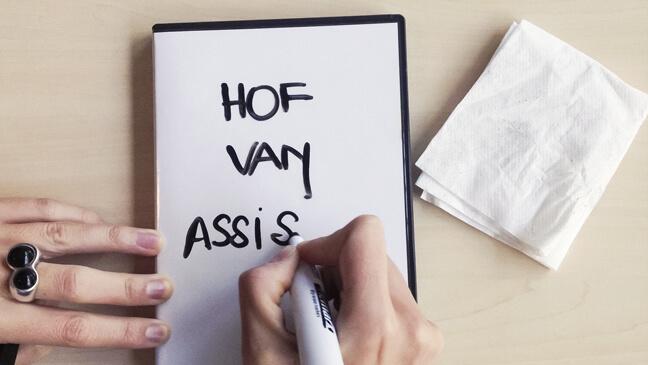 close up van een dvd-hoesje dat gebruikt wordt als uitwisbaar bordje