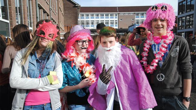 leerlingen verkleed tijdens opendeurdag school