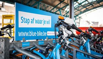 Blue-bike fietsen in fietsenrek