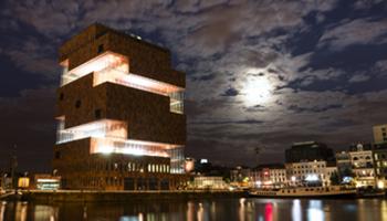 MAS | Museum aan de stroom 's avonds