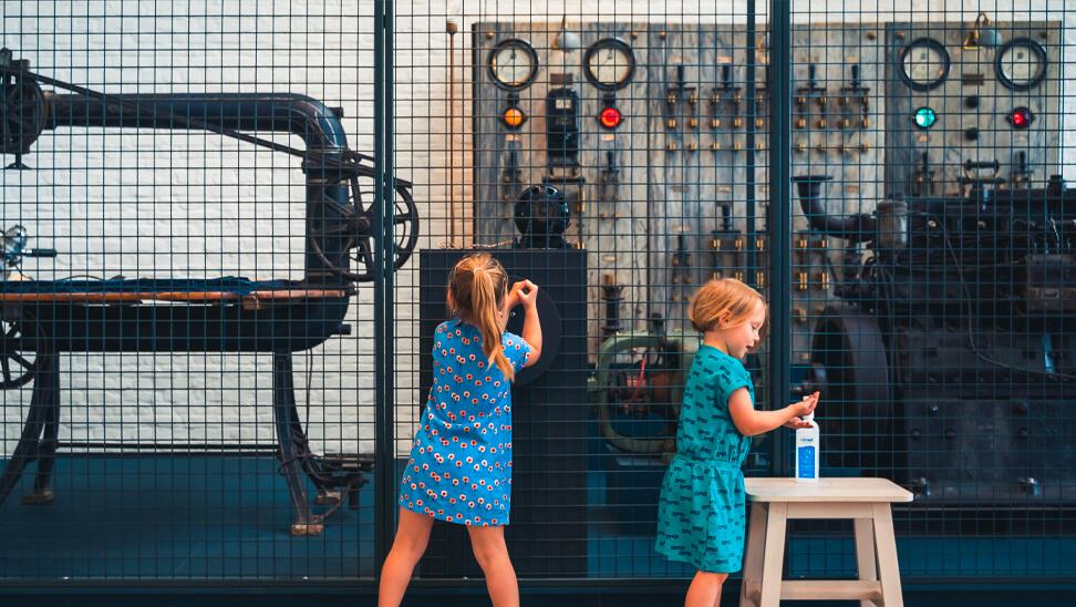 kinderen in Industriemuseum