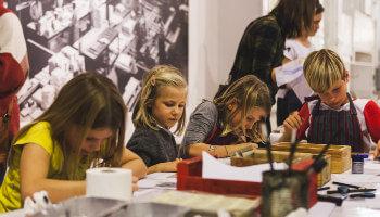 kinderen in workshop Industriemuseum