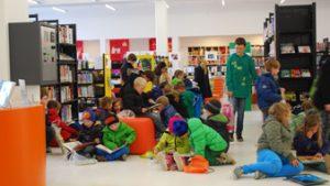 """Klas op bezoek in de bibliotheek """"De Seylsteen"""" te Veurne"""