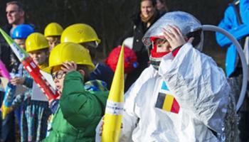 kinderen verkleed als astronaut