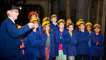 kinderen als mijnwerkers in museum