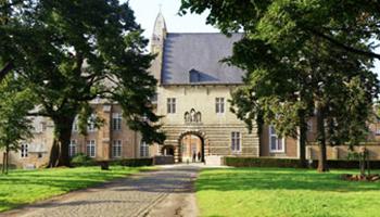 abdij met plein