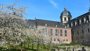 tuin en gebouw Sint Pietersabdij