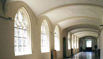 gangen binnenin abdij