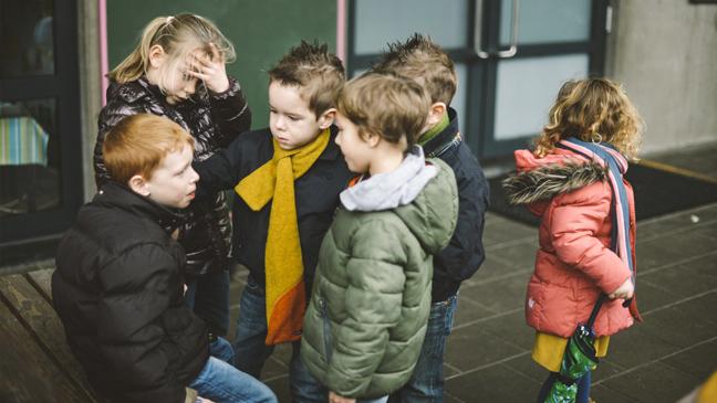 kinderen in op de speelplaats