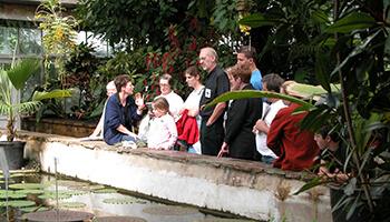 bezoekers aan de plantentuin van Meise