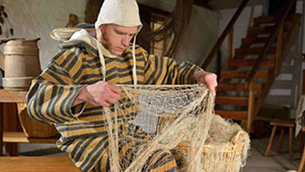 Man in traditionele kleren van een visser