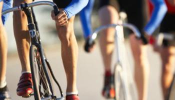 close-up van renners op de fiets