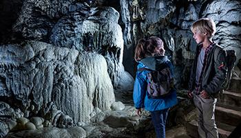 kinderen in de grotten van han