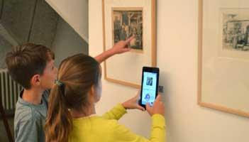 Tieners in het Jakob Smitsmuseum