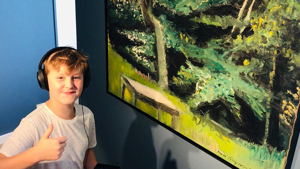 Jongen in het Jakob Smitsmuseum