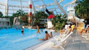mensen aan binnenzwembad Sunparks