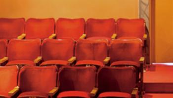 Rode theaterstoelen