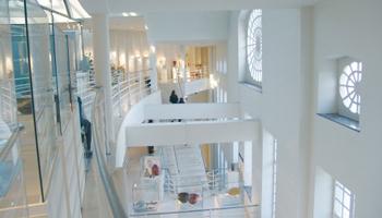 Trappen in het gebouw van het Design Museum Gent