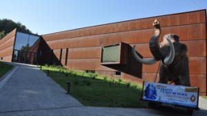 Buitenkant van het gebouw van het Préhistomuseum