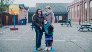 Nyla met mama en juf keizen voor inclusief onderwijs
