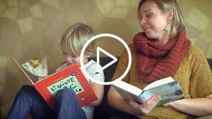 Brenda Froyen leest samen met kind