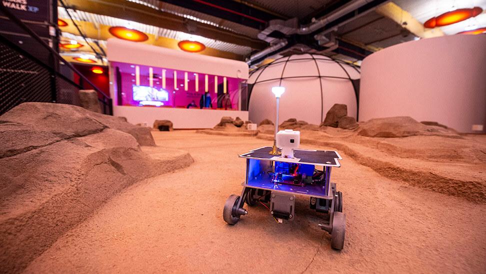 Een marsvoertuig in het Euro Space Center