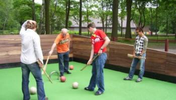 Oud volksspel met bal en stok