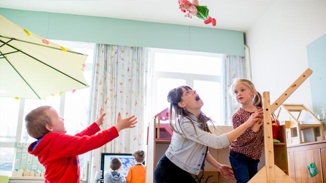 Juf Lieselot katapulteert pop weg met hefboomsysteem
