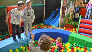 Kinderen in de binnenspeeltuin Time4Kids