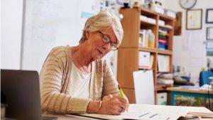 leraar ouder dan 55 aan het werk