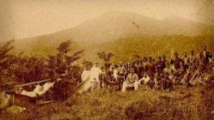 oude foto met koloniale soldaten in Indonesia