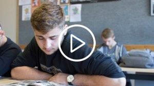 jongeren aan het lezen