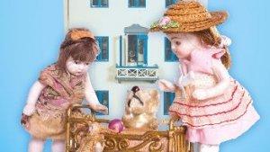 antieke poppen voor een poppenhuis