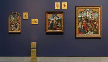 wand met schilderijen van Bosch