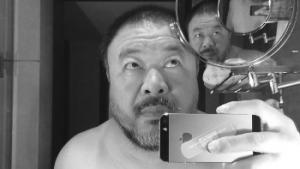 Ai Weiwei selfie in spiegels