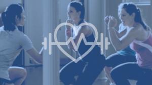 vrouwen doen fitnessoefeningen
