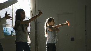 talenten: 2 meisjes aan het dansen