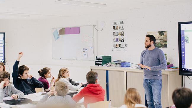 Stamina-leraar Nico Savels voor de klas