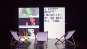 podium met projecties verschillende schermen