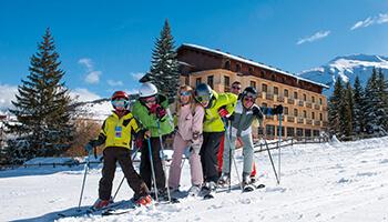 gezin op skivakantie