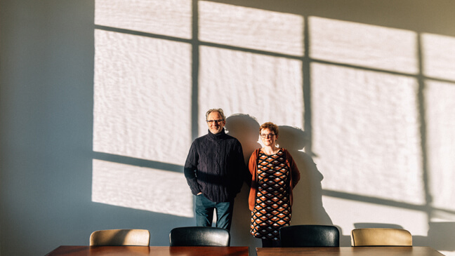 Taaldocent Marlies Algoet en prof. Piet Van Avermaet