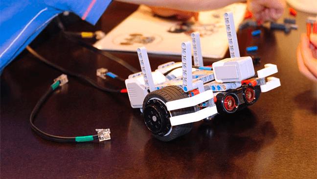 zelfgemaakte robot uit het Parc d'aventures scientifiques)
