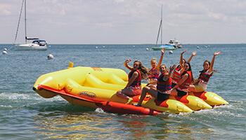 meisjes op het water