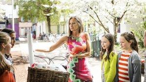 Mobiele juf doet vervangingen met haar fiets
