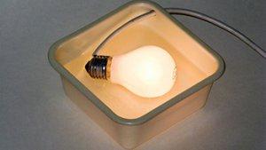 lichtgevende lamp in plastic bakje