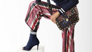 Vrouw met handtas en schoenen